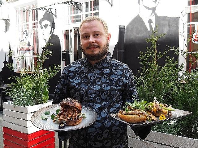 Lokal jest pomysłem Tomasza Ojrzyńskiego, który w Łodzi pracował już w kuchniach takich lokali jak Galicja czy Las Tablas. Wish Sandwich to jego samodzielny koncept – połączenie kawiarni i baru z bogatym menu, w którym większość produktów przygotowuje na miejscu samodzielnie (mięsa, sałatki i in.).Tomasz Ojrzyński ze swoimi specjałami: burgerem z szarpaną wołowiną i sandwiczem philly chessesteak.