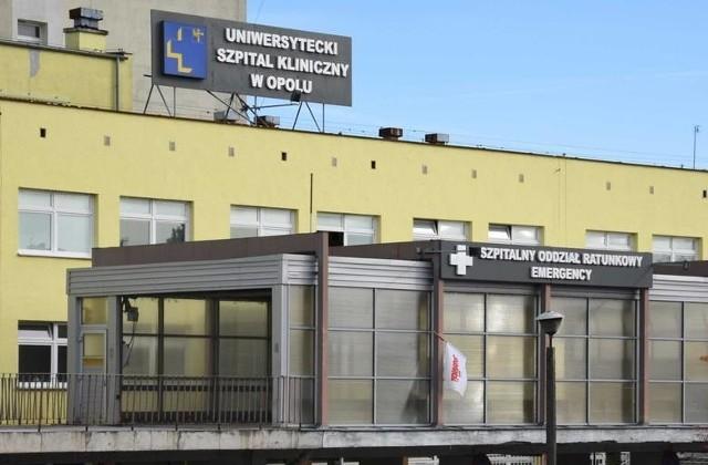 Uniwersytecki Szpital Kliniczny w Opolu czeka na wyniki reszty personelu i pacjentów.