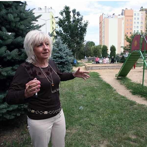 Żeby przedszkolaki mogły się bawić plac zabaw musi być codziennie sprzątany. - To jest ogromny problem - mówi Marta Kaczmarek, dyrektor przedszkola przy ul. Cichej.