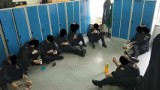 Wrocław: Policjanci jedzą na podłodze, bo dowódca zabrał im krzesła
