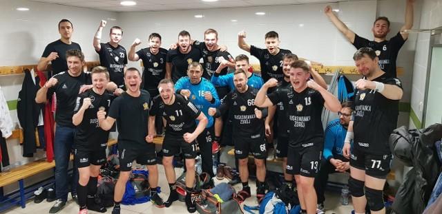 Tak z wygranej nad Politechniką cieszyli się piłkarze ręczni Buskowianki-Busko Zdrój.