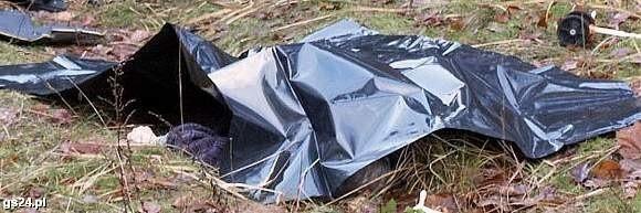 Zwłoki chłopaka miały zmiażdżoną głowę. Biegły ustali, czy samochód przejechał bezpośrednio po głowie zabitego.