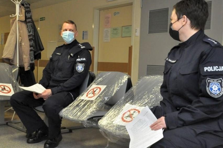 W szpitalu w Słupsku trwają szczepienia mundurowych. Zapisanych ponad 670 osób [ZDJĘCIA]
