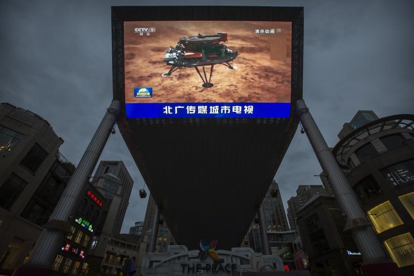 Coraz ciaśniej na Marsie. Do lądowników USA, Zjednoczonych Emiratów Arabskich dołączył chiński