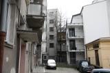 Kraków. Ulica Krowoderska: mieszkańcy przegrywają batalię o swoje podwórko, gdzie wciśnięto im blok 23.04.2021