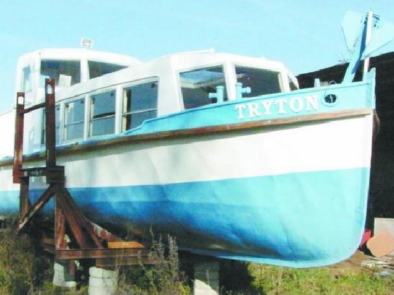"""Statek znajduje się teraz na prywatnej posesji w Sobolewie. Jego właściciel ma nadzieję, że w przyszłym roku """"Tryton"""" będzie pływać."""