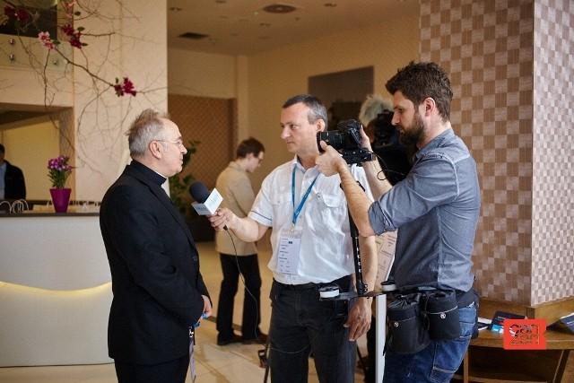 Ruszył Kongres Profesjonalistów PR w RzeszowieKs. dr hab. Józef Kloch, były rzecznik Konferencji Episkopatu Polski na Kongresie Profesjonalistów Public Relations w Rzeszowie był rozchwytywany przez dziennikarzy.