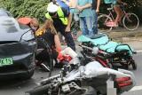 Groźny wypadek na Sępolnie. Motocyklista nieprzytomny [ZDJĘCIA]