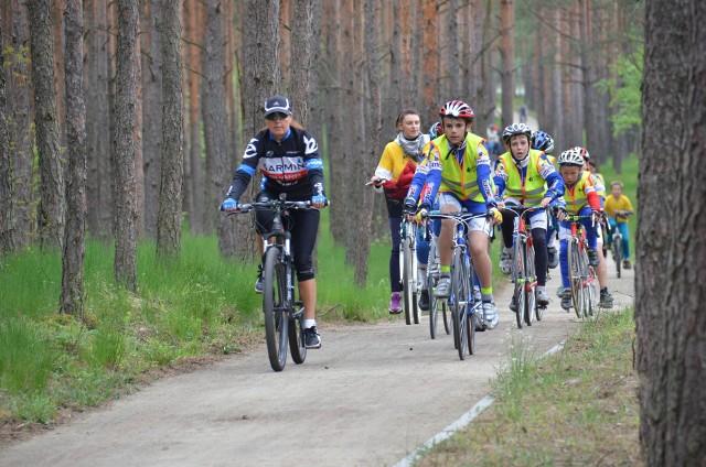 Ścieżka rowerowa przez las