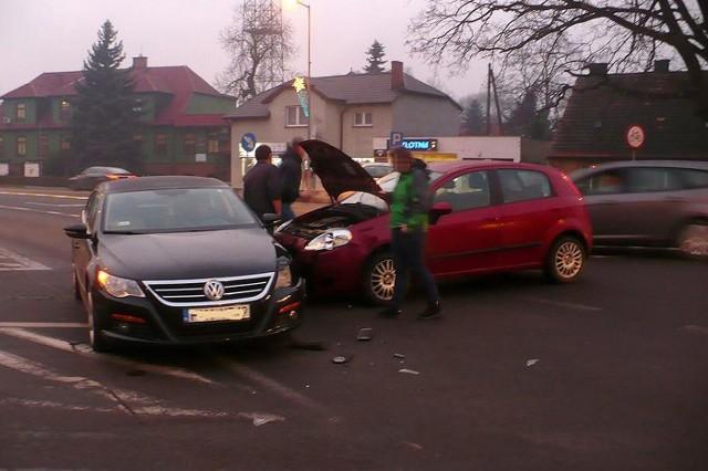W centrum Skwierzyny fiat uderzył w volkswagena.