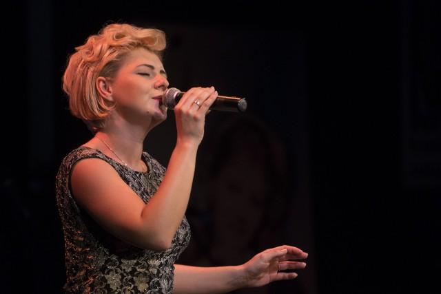 """Joanna Nawrot, jedna z finalistek eliminacji regionalnych IV Międzynarodowego Festiwalu Piosenki """"Anna German"""" w Białymstoku w 2017"""