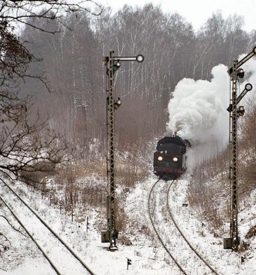 Jeszcze na początku lat 90-tych ze Stargardu do Wałcza można było dojechać składem ciągnionym przez uroczy parowóz. Po wielu latach przerwy na szlak znów wrócą pociągi. - Na brak pasażerów nie powinniśmy narzekać - cieszą się kolejarze.