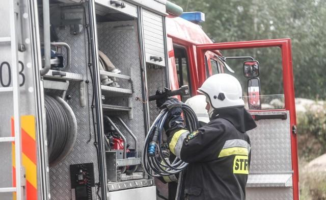 Mieszkańcy Dynowa dowiedzieli się o planach przenosin Stałego Posterunku PSP z Dynowa do Dubiecko. Według mieszkańców ma to potrwać 1,5 roku. Jednak tych informacji nie potwierdzają strażacy, wójt gminy Dubiecko, ani burmistrz Dynowa.