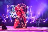 Kayah śpiewała w Wadowicach podczas pierwszej edycji MOST Festiwalu w szałowej stylizacji [ZDJĘCIA] [WIDEO]