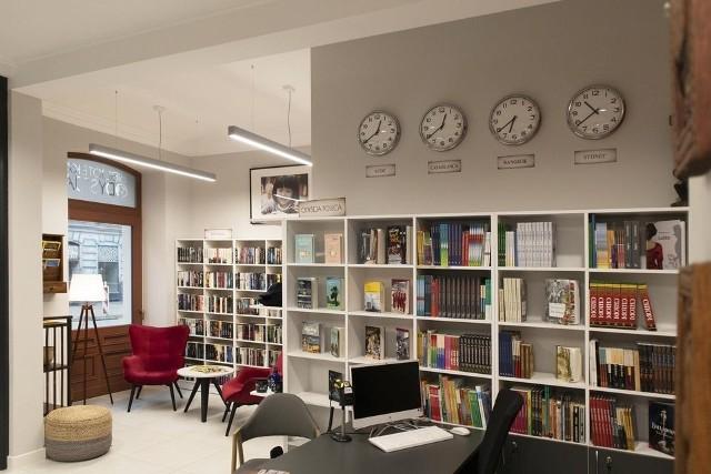 """Działania społeczne i kulturalne dla społeczności wokół ul. Wschodniej mają ogniskować się wokół otwartej tam w ub.r. biblioteki """"Odyseja""""."""