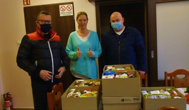 Radni Maciej Basiński i Marcin Wroński przekazali świąteczne paczki dla osób przebywających w Schronisku dla Samotnych Kobiet w Inowrocławiu