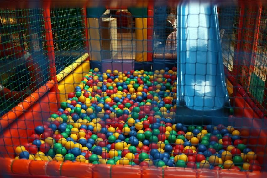 Lenka marzyła o basenie z kolorowymi piłeczkami...