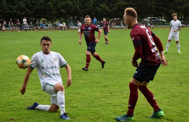 Krzysztof Orzech (z prawej) zdobył czwartą bramkę dla Wisłoka Wiśniowa w meczu z Orłem Przeworsk