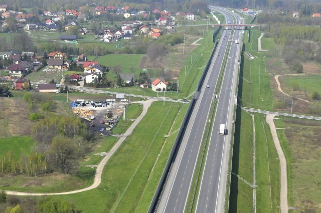 """Węzeł Niepołomice ma powstać w Podłężu, w rejonie gdzie """"krzyżują się"""" droga 964 i wiadukt autostrady"""