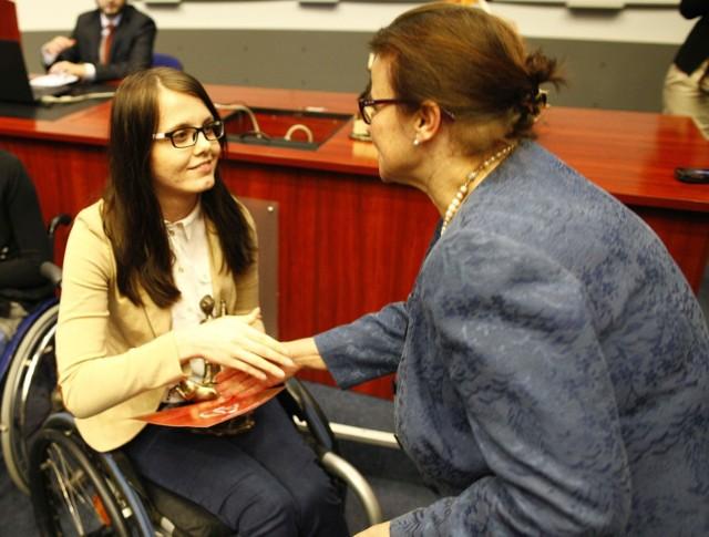 W zeszłym roku  jedna z nagród trafiła do Judyty Staniczek, studentki dziennikarstwa na UO.