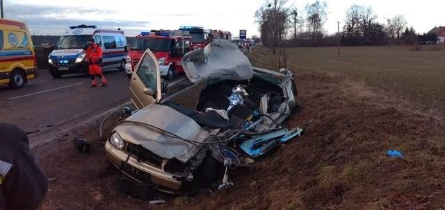 Ostatnie dni są dla naszego regionu tragiczne. W zaledwie kilku wypadkach zginęło 8 osób.Tragiczny bilans wypadków w regionie. Czytaj więcej na kolejnych slajdach --->Flesz - wypadki drogowe. Jak udzielić pierwszej pomocy?