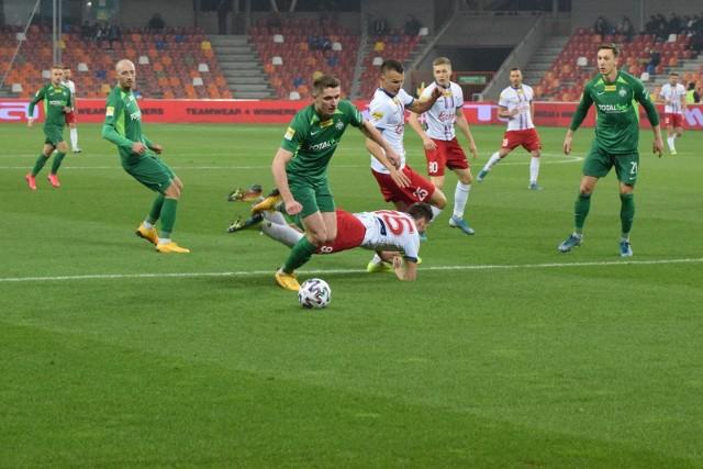 Od czerwca piłkarze Fortuny 1 ligi grają bardzo intensywnie, a ich kibice wiele czasu spędzają przed monitorami telewizorów i tabletów