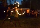 W Lipnie podczas przystanku Festiwalu Balonowego można było podziwiać taniec ognia za sprawą artystów z JumpFire Fireshow [zdjęcia]