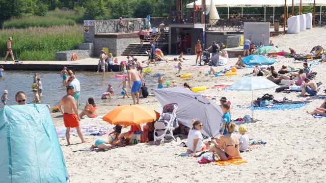 Plażowanie w Parku Lisiniec w Częstochowie. Gorący piasek i ciepła wodaZobacz kolejne zdjęcia. Przesuwaj zdjęcia w prawo - naciśnij strzałkę lub przycisk NASTĘPNE