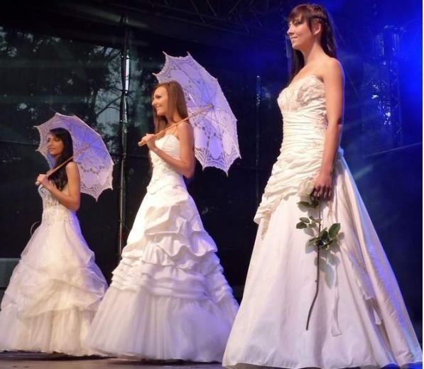 Piękności w sukniach ślubnych walczą o tytuł Miss Polskich Łużyc.
