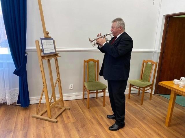 Bolesław Sikorski skomponował hejnał, wkrótce mieszkańcy usłyszą go z dzwonnicy kościoła w Skalbmierzu.