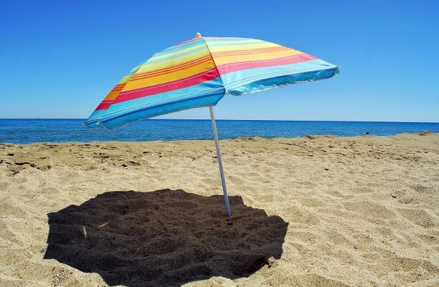 W tym roku będzie trudniej o pracę na wakacje. Czy lockdown przełoży się na zarobki pracowników sezonowych?  Tak kształtują się stawki na popularnych stanowiskach.