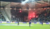 Arka Gdynia - Lechia Gdańsk. Niespokojnie na stadionie w Gdyni. Weszła policja [ZDJĘCIA, WIDEO]