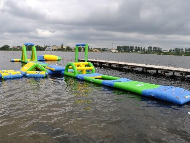 Wodny plac zabaw na plaży