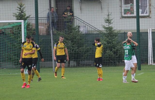 W sobotę 26 września Siarka Tarnobrzeg przegrała u siebie ze Stalą Stalowa Wola 1:4. Sprawdź, jak oceniliśmy jej piłkarzy za to spotkanie w skali 1-10.