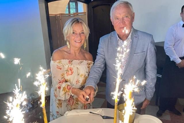 Iwona i Gerard z Sanatorium Miłości są zaręczeni! Oświadczyny na imprezie urodzinowej uczestników Sanatorium Miłości