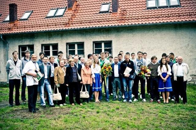 W budowie hospicjum pomogli m.in. siatkarze ze Skry Bełchatów i AZS Częstochowa (na zdjęciu przed budową w Smardach Górnych).