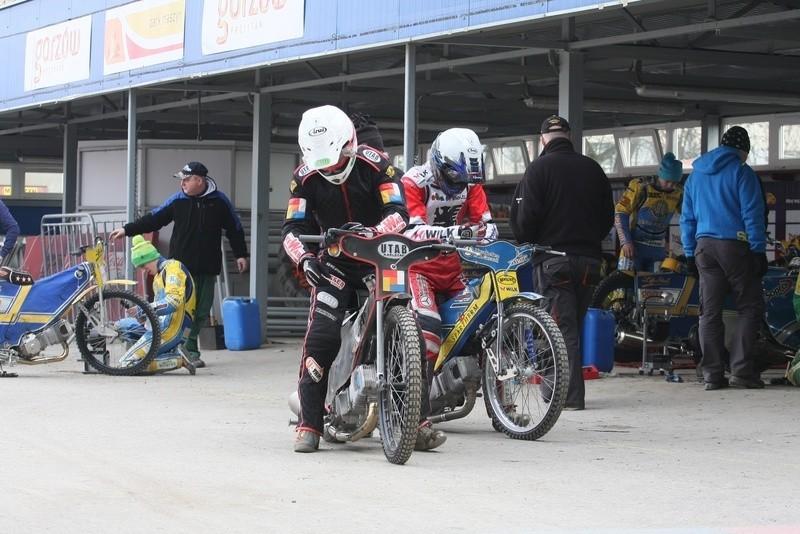 W czwartek trenowali także Daniel Nermark (pierwszy z lewej) i Tomasz Gapiński