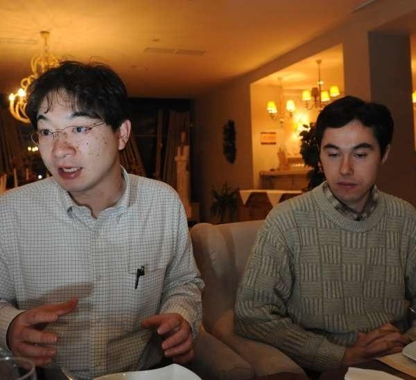 Kimura Goro i Ken Sasahara są językoznawcami z Tokio.