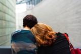 Jak rozpoznać, że ktoś planuje samobójstwo? Sygnały ostrzegawcze. Bądź uważny i reaguj – możesz uratować czyjeś życie