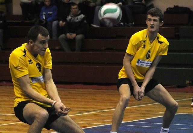 Atakujący sulęcińskiej drużyny Marcin Kaptur (z lewej) i przyjmujący Krzysztof Baran mogą uznać miniony sezon za całkiem udany