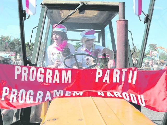 Kobiety na traktory, czyli pochód 1-majowy w Bornem Sulinowie