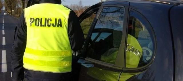 W Piszu, mężczyzna zatrzymał nietrzeźwego 72-letniego kierowcę toyoty, który miał blisko 2 promile alkoholu w organizmie.