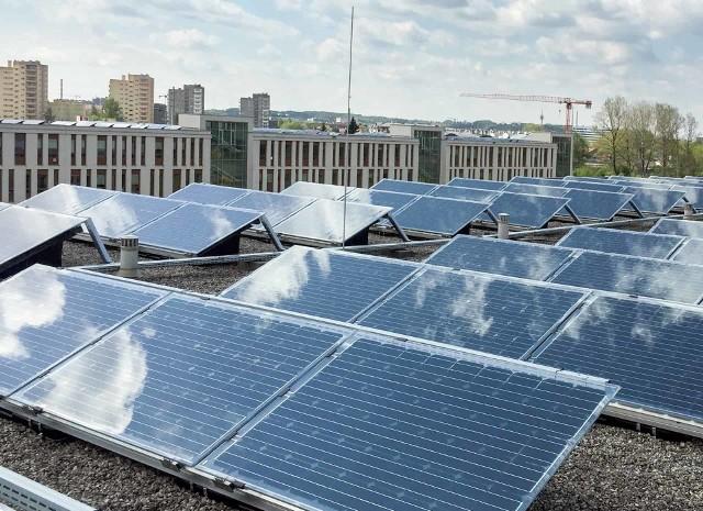 Podobne instalacje fotowoltaiczne zwycięzca poznańskiego przetargu, firma ML System S.A., założyła na dachach Uniwersytetu Krakowskiego