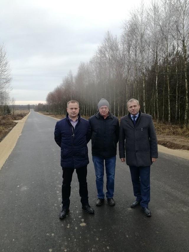 Firma Budromost Starachowice z Wąchocka zajęła się realizacją i budową drogi dojazdowej z Jastrzębia do węzła w Chustkach.