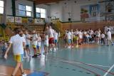 Łukasz Koszarek, mistrz koszykówki trenował z dziećmi w Grójcu. To był ostatni w tym sezonie camp sportowy