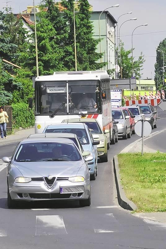 Takie korki na remontowanej Lwowskiej to codzienność. W tym tygodniu pracownicy Eurovii przenoszą się na Wrocławską. Możemy spodziewać się jeszcze większych kolejek na drogach.