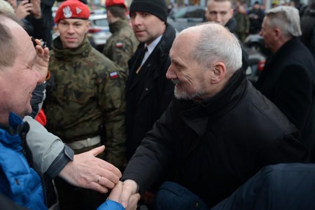 W programie wizyty jest m.in. briefing prasowy ministra obrony narodowej oraz spotkanie z ochotnikami do służby w WOT.
