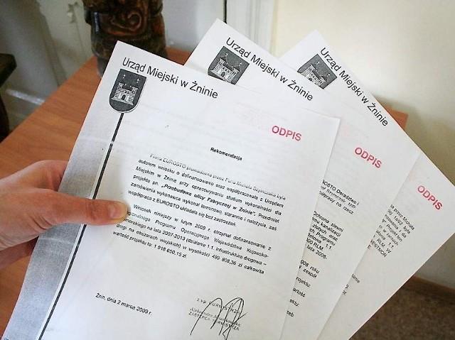 O podrobienie podpisów na tych dokumentach oskarżono byłego pracownika ratusza