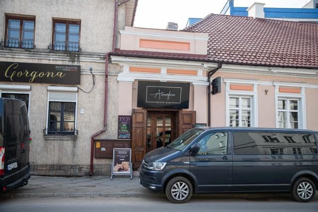 """Restauracja """"Atmosfera"""" została zamknięta dla gości. Ale można zamówić w niej dania na wynos i dowóz"""