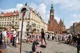 BuskerBus 2019. Uliczni artyści na Rynku we Wrocławiu